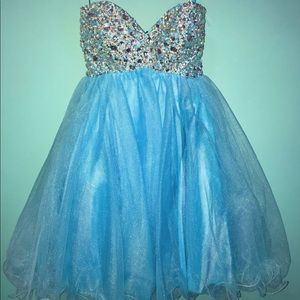 A short formal/homecoming dress. Worn once.